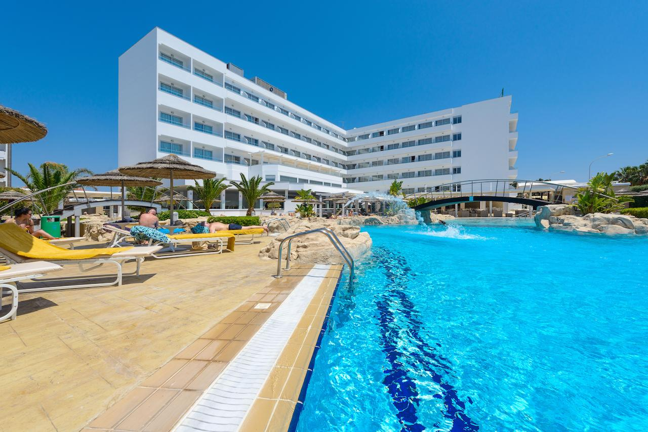 http://budavartours.hu/binaries/content/gallery/budavar/locations/accomodations/Ciprus/Ayia+Napa/tasia-maris-beach-hotel/tasia-maris-beach-hotel_01.jpg