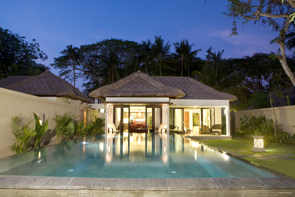 http://budavartours.hu/binaries/content/gallery/budavar/locations/accomodations/indonezia/sanur/prama-sanur-beach-hotel/san_urbeach2.jpg
