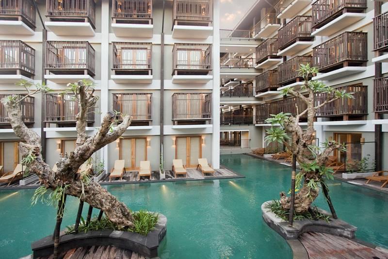 http://budavartours.hu/binaries/content/gallery/budavar/locations/accomodations/indonezia/sanur/the-oasis-lagoon-hotel/the-oasis-lagoon-hotel-bali-indonezia.jpg